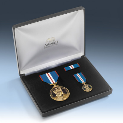Queens 2002 Golden Jubilee Medal Presentation Set