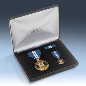 Queens 2002 Golden Jubilee Medal Presentation Set