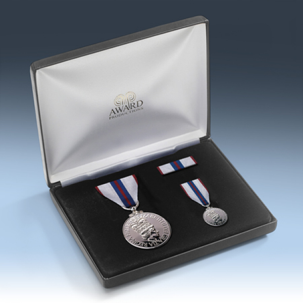 Queens 1977 Silver Jubilee Medal Presentation Set