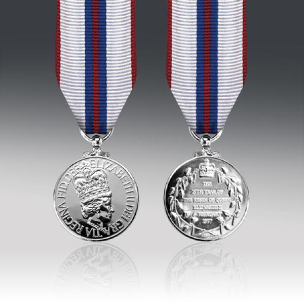 Queens 1977 Silver Jubilee Miniature Medal
