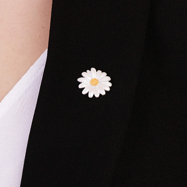 Daisy Clutch Pin