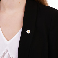 Daisy Clutch Pin