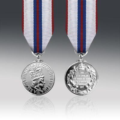 Queens Silver Jubilee 1977 Miniature Medal Loose
